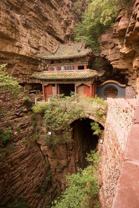 16Moon Bridge Temple, China