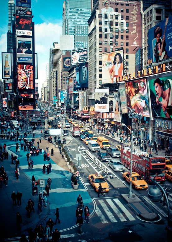 Times square new york city simple interesting for Minimalist living new york times