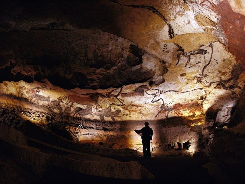 15lascaux-cave-walls-france.jpg
