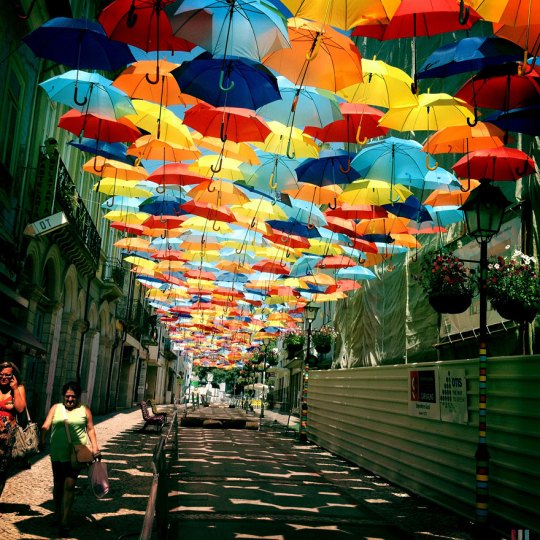 floating-umbrellas-agueda-portugal-2013-2
