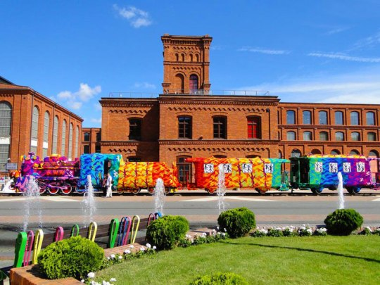 crocheted-locomotive-lodz-poland-by-artist-olek-3