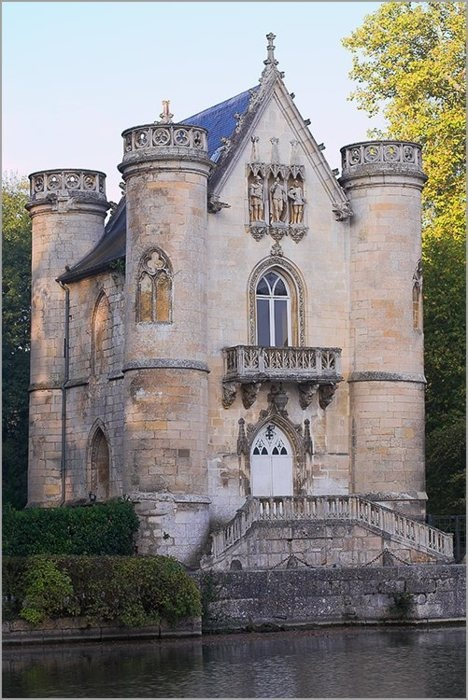 03Castle of the White Queen, Chantilly, France