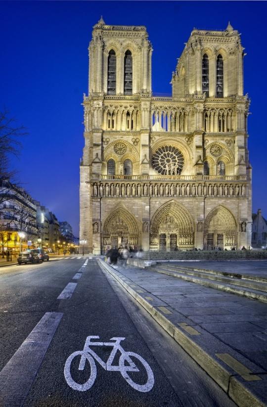 18Notre Dame (Paris, France)