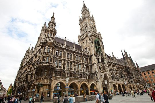 New Town Hall Munich Germany via wikimedia commons