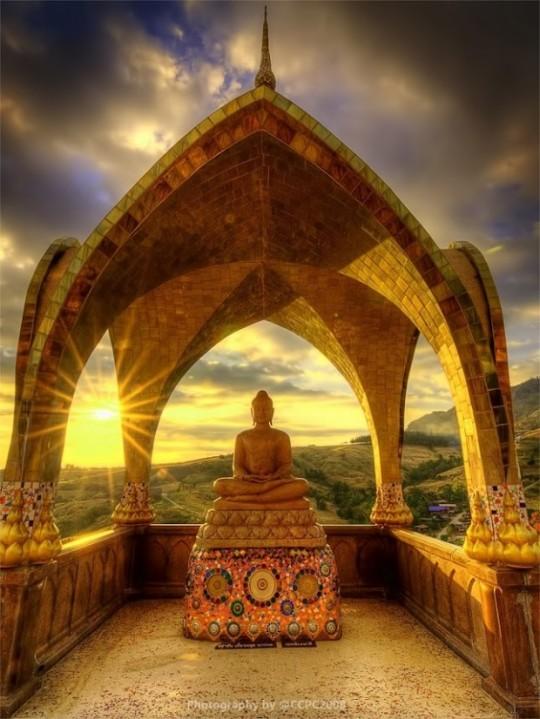 31Sunset behind Buddha sculpture at Wat Phasor Kaew