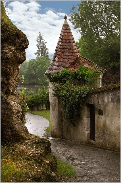 Castle Entry, Aquitaine, France photo via patricia