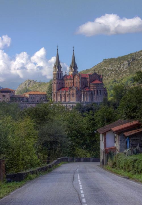 10Basílica de Santa María la Real de Covadonga - Covadonga