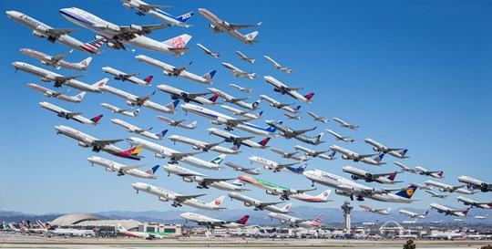 Mike_Kelley_planes