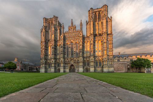 6.Wells Cathedral, England (by R.Price)