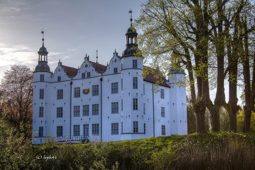 26Schloss Ahrensburg, Germany (by Hans-Peter Hein)