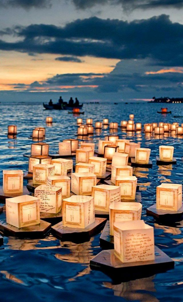 15Floating Lantern Festival, Honolulu, Hawaii
